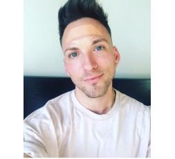 Cada vez son más los hombres que cuidan su aspecto y desean reducir las arrugas y líneas de expresión.