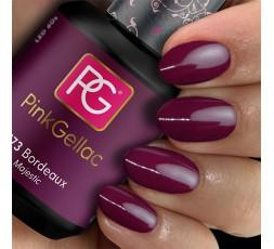 El esmalte de uñas de gel de Pink Gellac 173 Bordeaux  recuerda al intenso color de una copa de vino tinto.